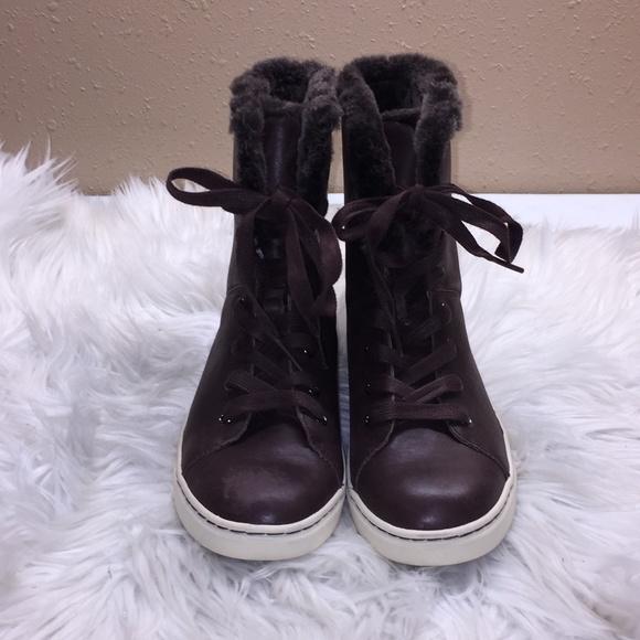 8af7469511d Ugg High Top Brown Sneakers 6.5M